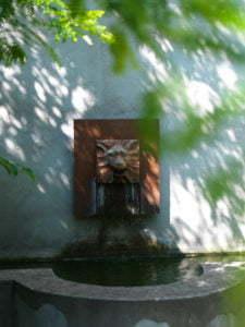 Peter Englander Lejonapan i Apotekarns Trädgård, design Christel Khan