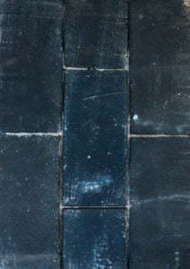 Peter Englander Patinerat marktegel i svart nyans.